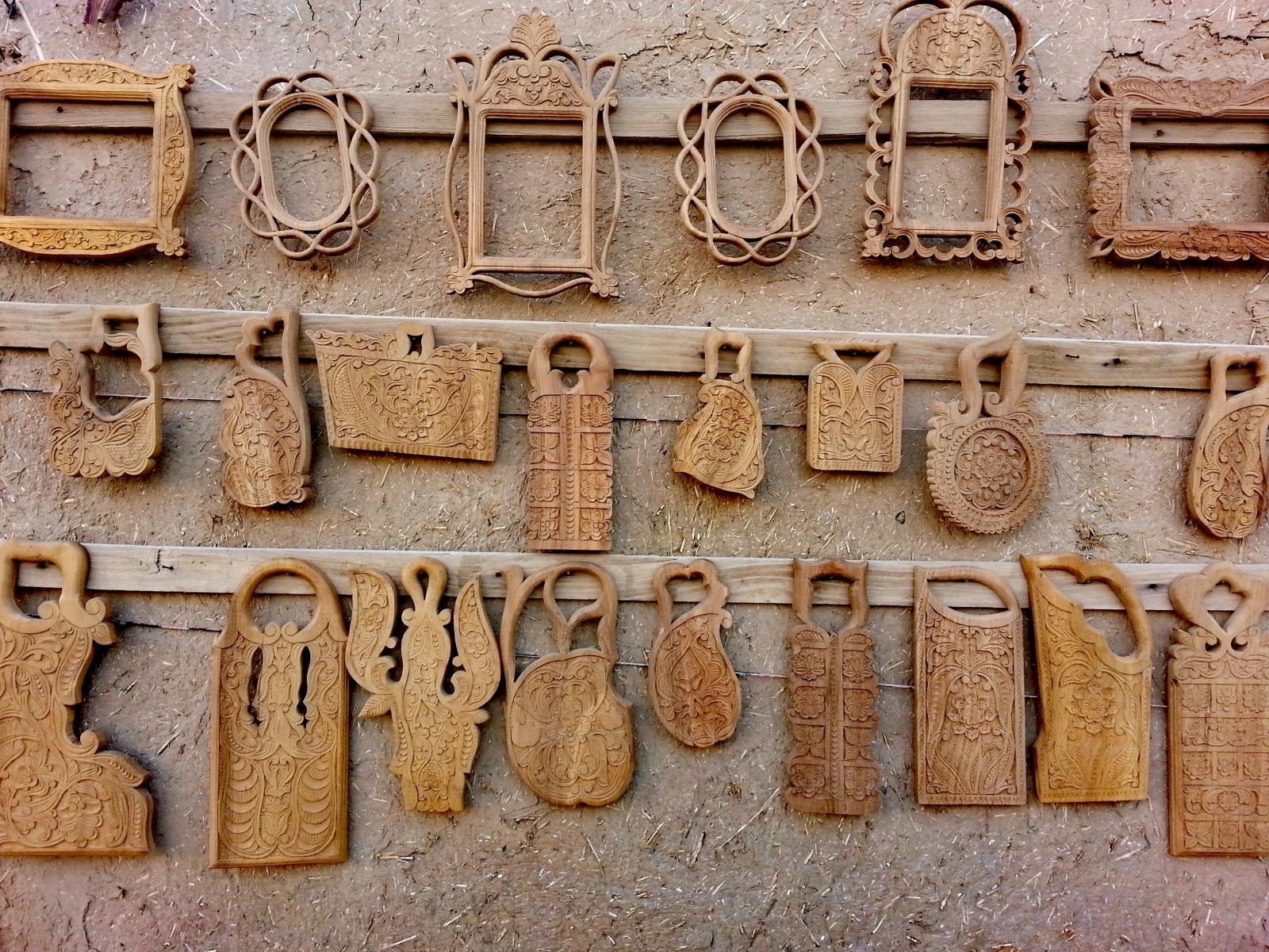 FOTO-NR.-24-Khiva-legno-intarsiato-in-vendita-al-mercato