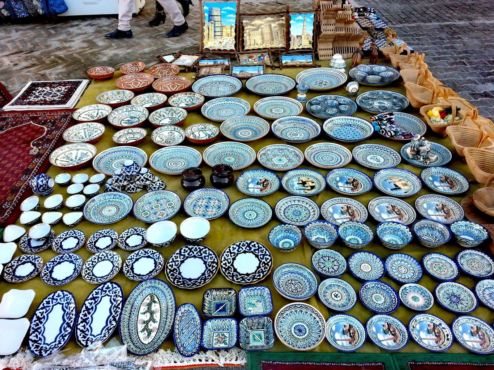 FOTO-NR.-9-le-pregiate-ceramiche-uzbeke-sapientemente-lavorate-a-mano