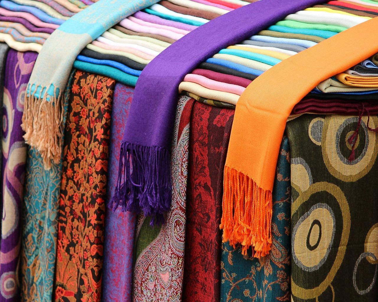 scarves-89483_12801